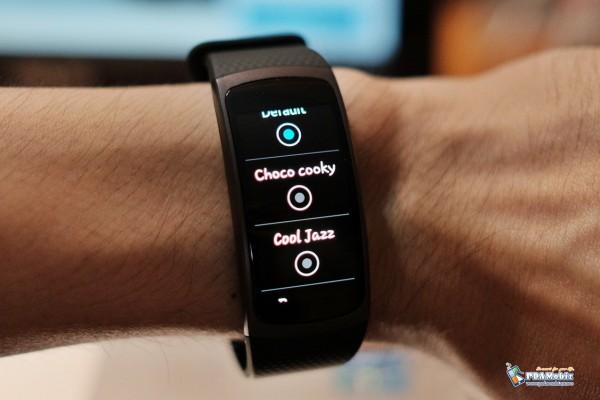 Samsung-Gear-Fit-2-016