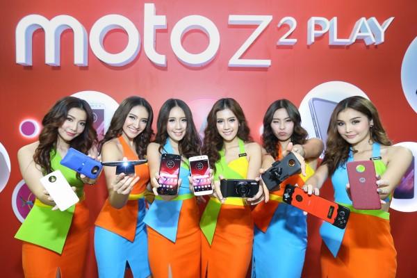 Moto Z2 Play และ Moto Mod หลากหลายรุ่น 01