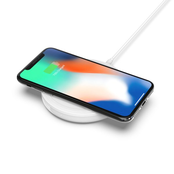 f7u050-bold-charging-pad-iphone-3-2018-09-18_00-34-10_037113-600x600.jpg
